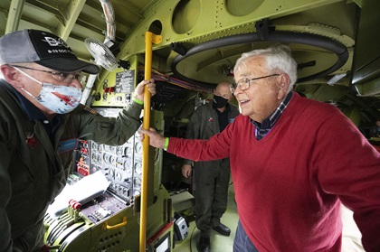 """Retired U.S. Air Force Lt. Col. Bob Vaucher recounts his World War II Boeing B-29 Superfortress flying experiences with B-29 """"Doc"""" pilot Steve Zimmerman. Photo by David Tulis."""